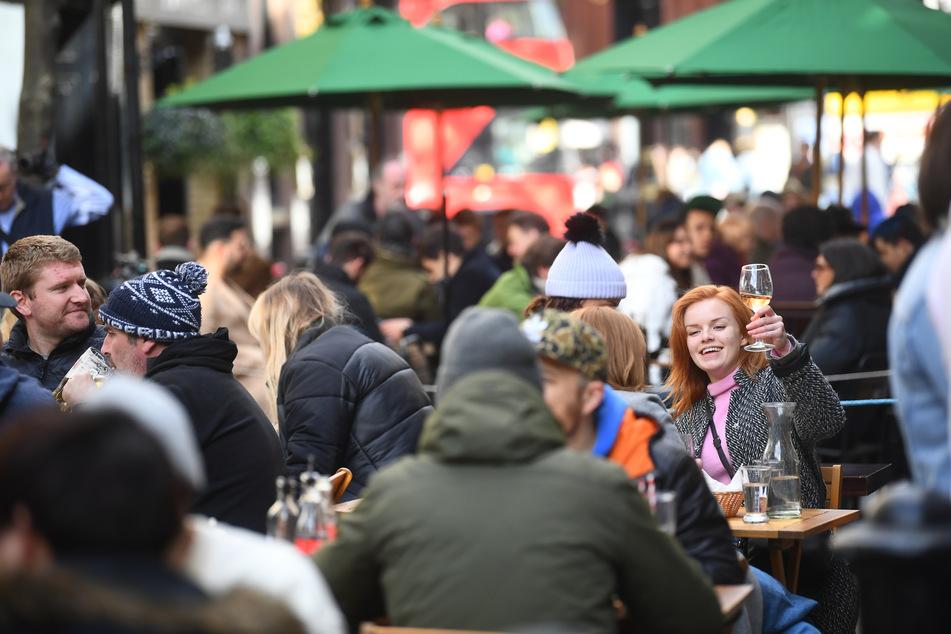 Ein Blick nach London im April: Nach Monaten des Lockdowns dürfen sich die Menschen in England über deutlich mehr Freiheiten freuen.