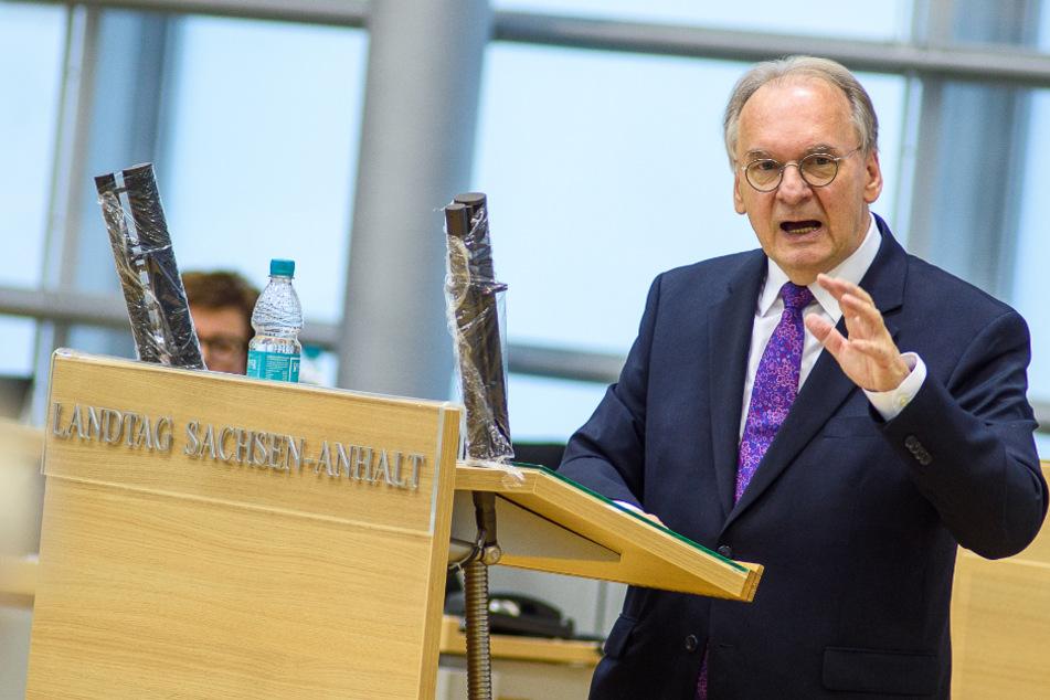 Sachsen-Anhalts Ministerpräsident hat sich am Dienstag nochmals zu den Corona-Maßnahmen der Bundesregierung und seiner Zustimmung zu diesen geäußert.