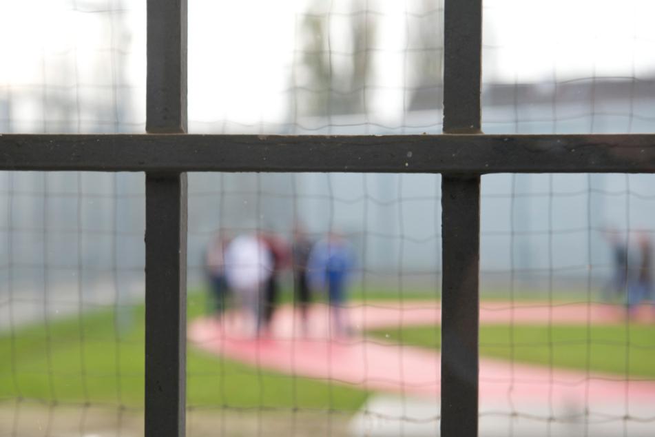 In diesem Jahr sitzen coronabedingt weniger Häftlinge in den Gefängnissen.