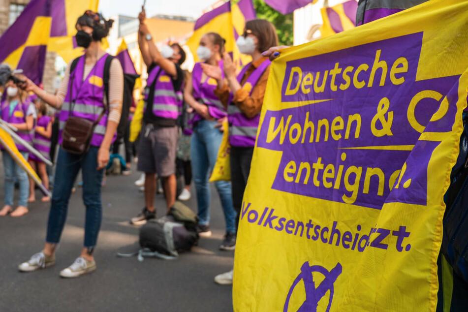 Die Berlinerinnen und Berliner sind am Wahltag auch dazu aufgerufen, über die Enteignung großer Wohnungsunternehmen abzustimmen.