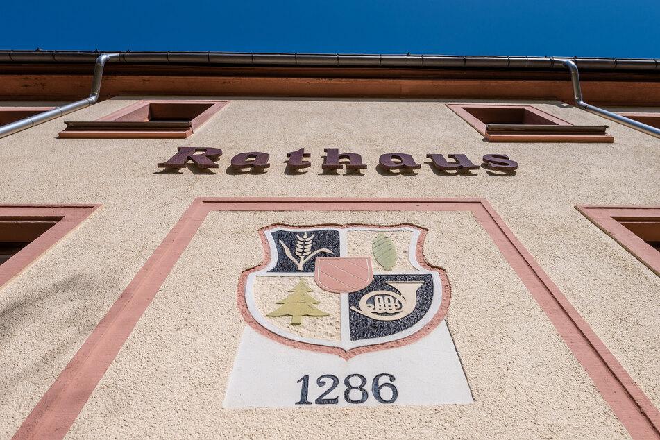 Das Rathaus von Bernsdorf ist zu. Im Ort gibt es auch keine Kindernotbetreuung in Schulen oder Kitas.