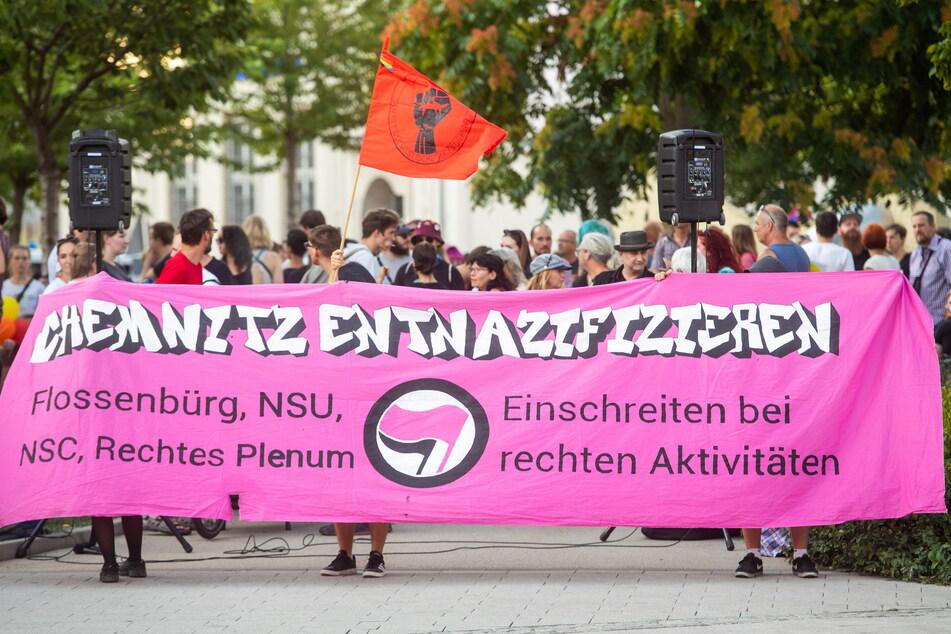 """Bereits im August 2019 demonstrierte das Bündnis """"Chemnitz Nazifrei"""" gegen eine Kundgebung der rechtsextremistischen Bewegung """"Pro Chemnitz""""."""