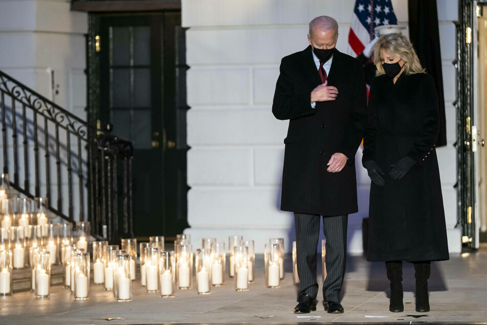Biden warns against Covid complacency in ceremony for 500,000 dead