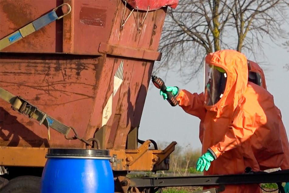 Gift-Alarm an der A14! Dutzende Liter Chemikalien ausgelaufen
