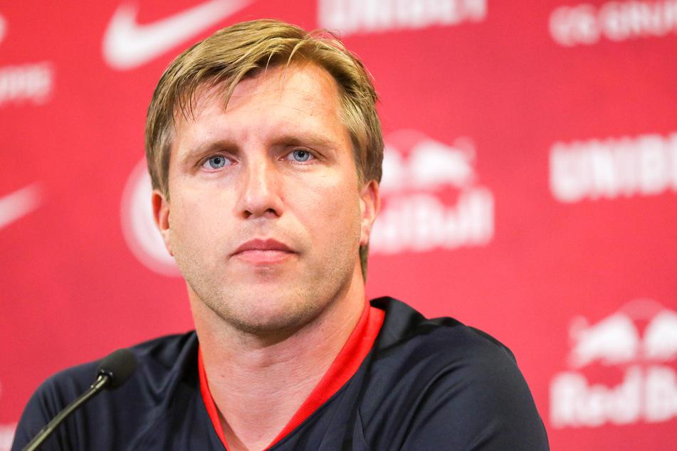 """RB Leipzigs Sportdirektor Markus Krösche (39) spricht angesichts einer Ablösesumme von 38 Millionen Euro von einer """"Verwechslung""""."""