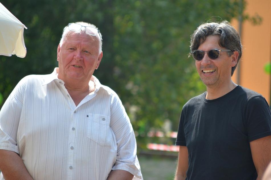 Ortsvorsteher Roland Geistert (70, l.) freut sich mit Ingenieur Dr. Frank Amey über den neuen Park.