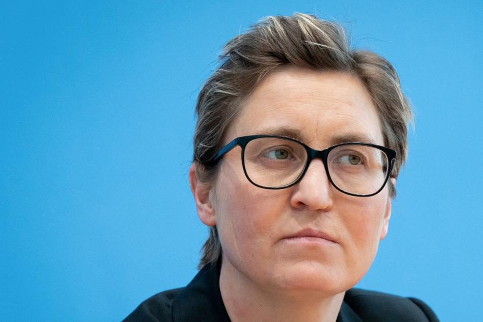 Sie ist zurück: Linken-Chefin in Thüringen für Bundestag nominiert!