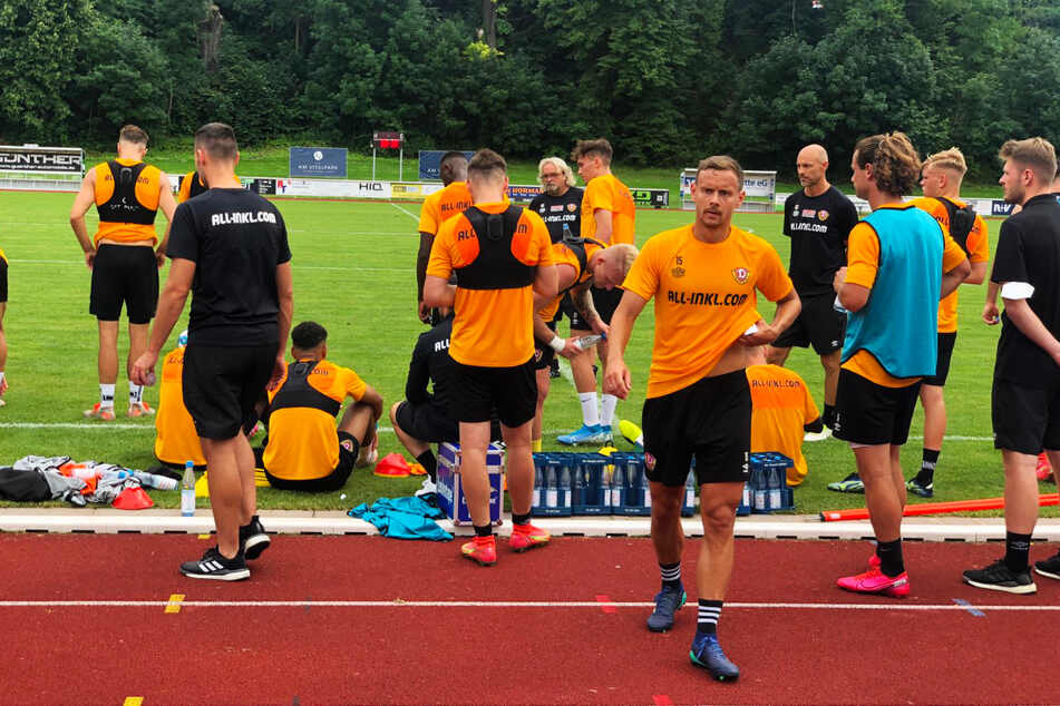 Für Dynamo um Chris Löwe (v.-r.) geht es bereits am morgigen Freitag zurück nach Dresden.