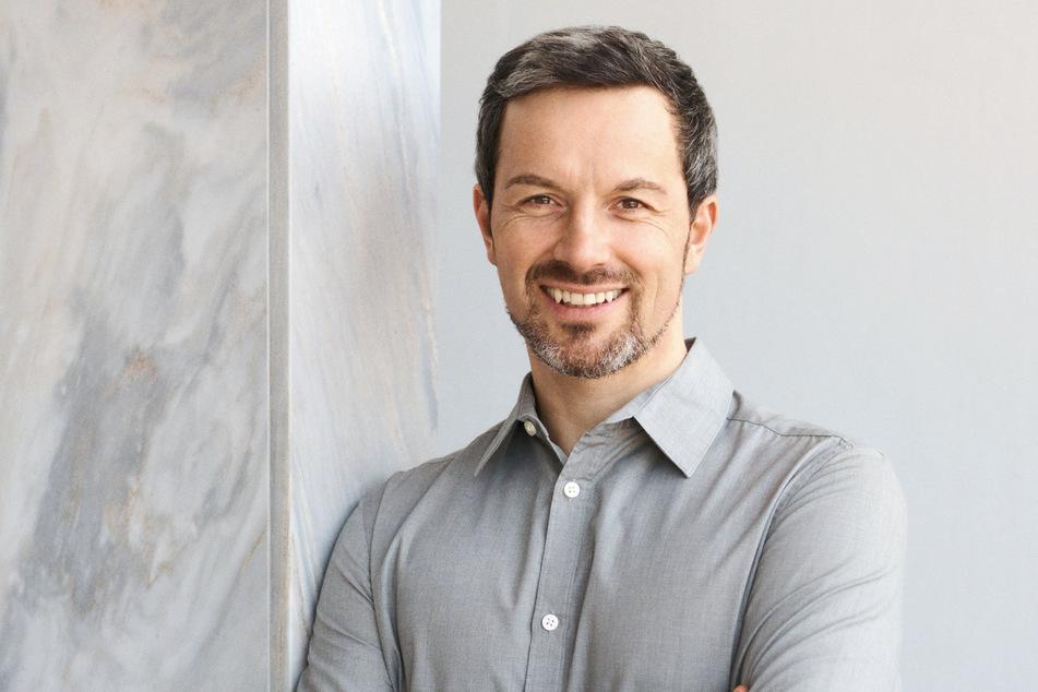 Marc Friedrich empfiehlt in Rohstoffe, Aktien und Bitcoin zu investieren.