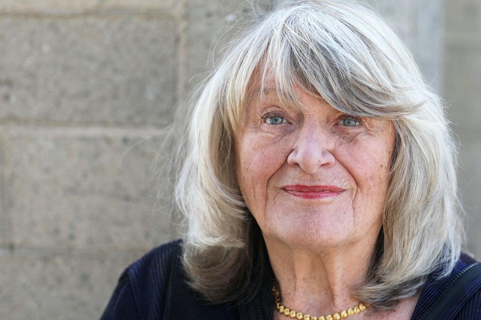 """Alice Schwarzer (78) teilte scharf gegen """"hübsch dumme"""" Frauen auf Instagram aus."""