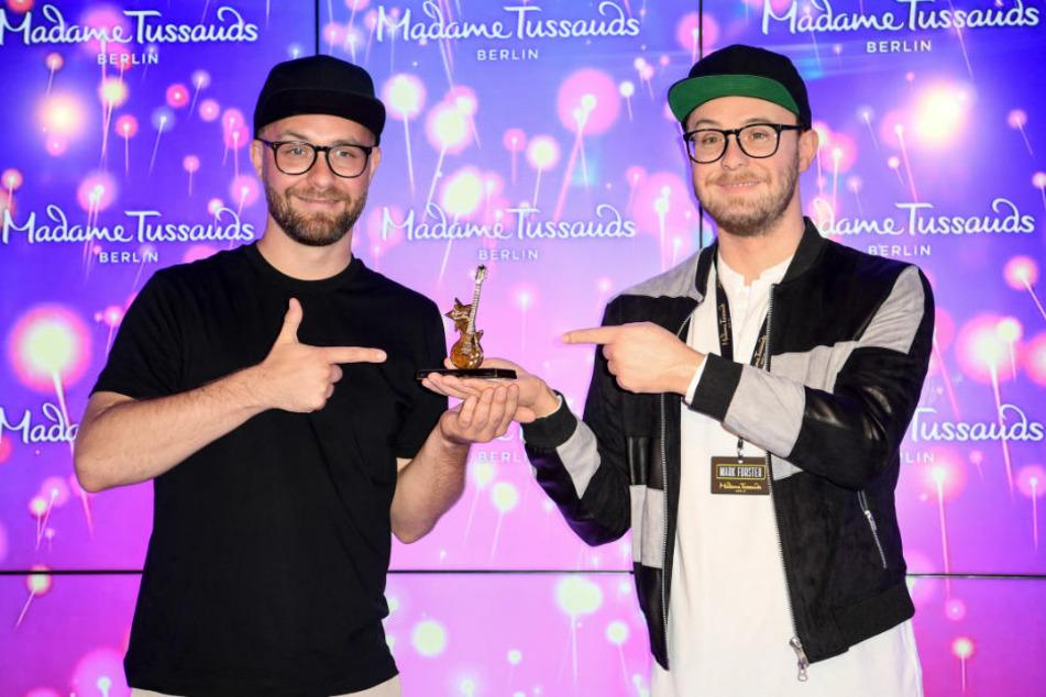 Mark Forster (37) präsentiert stolz seine Wachsfigur bei Madame Tussauds Berlin. Doch wer ist hier eigentlich wer?
