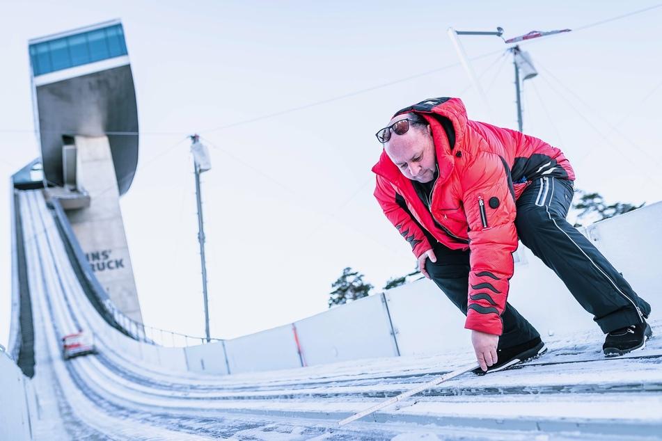 Peter Riedel (56) ist weltweit unterwegs, um die Skischanzen mit seinem System auszustatten.