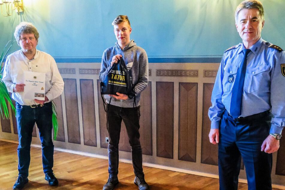 Er jagte Dieben hinterher: Polizei bedankt sich bei mutigem 18-Jährigen