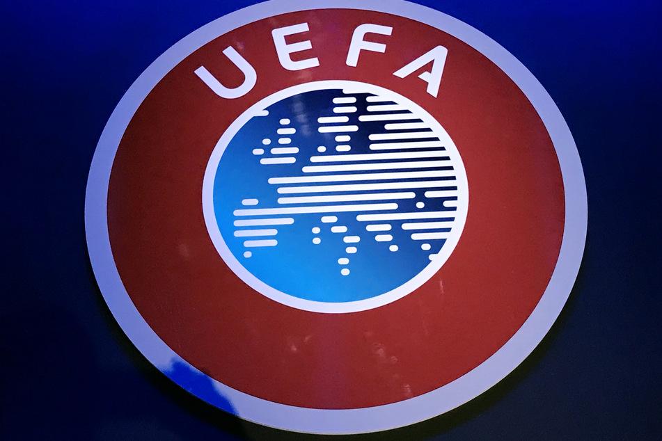 Normalerweise ist das UEFA-Logo rot, blau und weiß gefärbt. Aktuell zeigt sich der Verband aber in Regenbogenfarben.