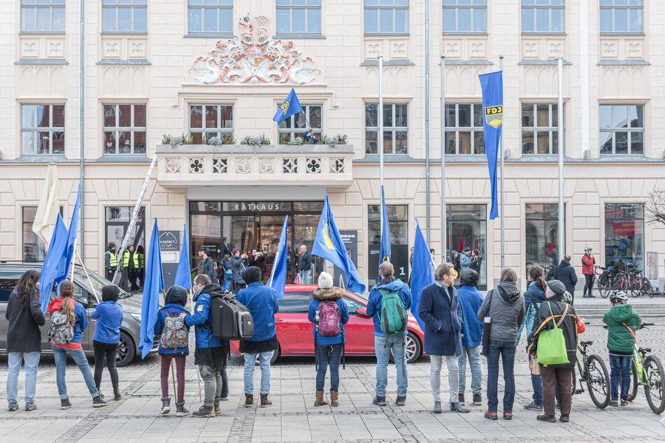 Am 7. März 2020 kletterten zwei der Angeklagten auf den Rathaus-Balkon.