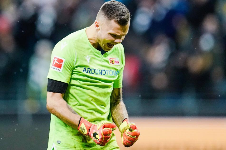 Unions Rafal Gikiewicz bejubelt den Sieg über Eintracht Frankfurt.