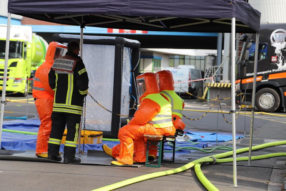Der Einsatz begann um 11.21 Uhr und wird nach Einschätzung der Feuerwehr noch mehrere Stunden andauern.
