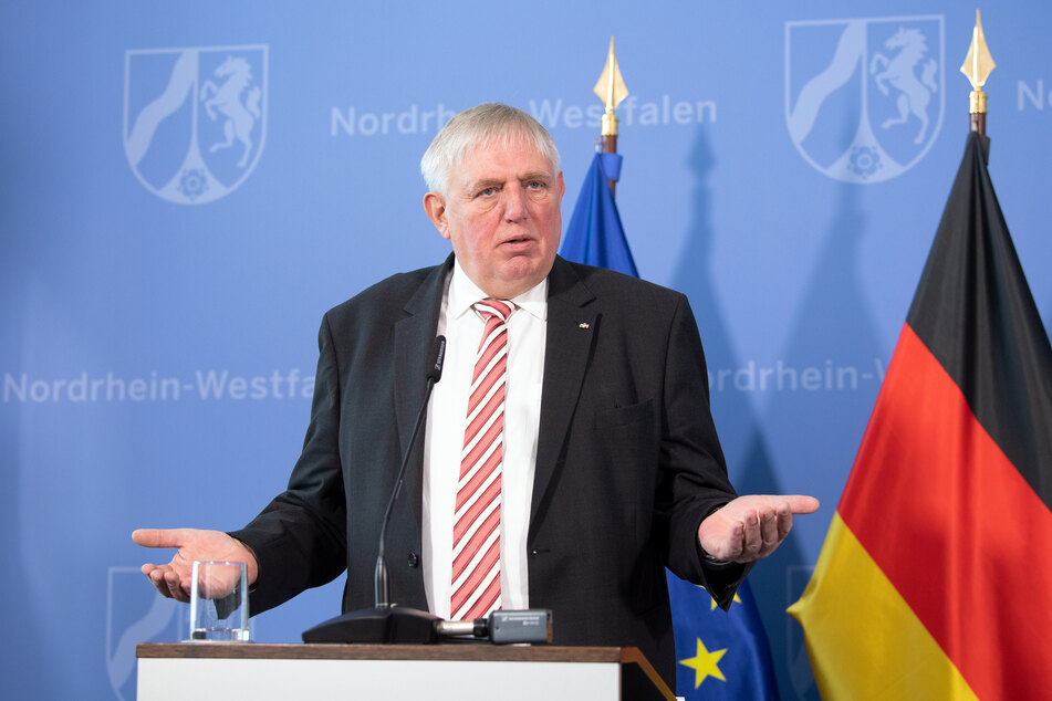 NRW-Gesundheitsminister Karl-Josef Laumann bei einer Pressekonferenz am Montag (23. November).