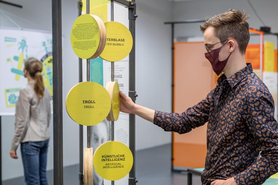 #Neuland - Ausstellung: Wie Corona das Leben digitalisiert, Leute abhängt und neue Chancen schafft