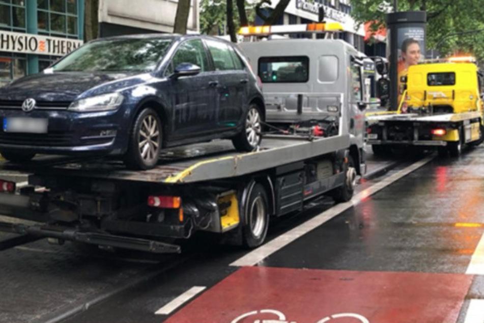 Die Polizei und das Ordnungsamt der Stadt Köln ließ 28 Autos abschleppen.