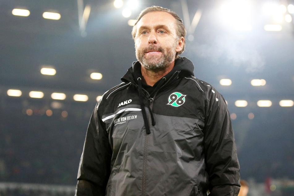 Thomas Doll im Outfit von Hannover 96, wo 2019 als Trainer tätig war.