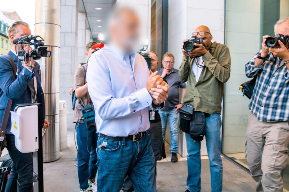 Oslo: Der Angeklagte (M) kommt zur Urteilsverkündung ins Gericht.