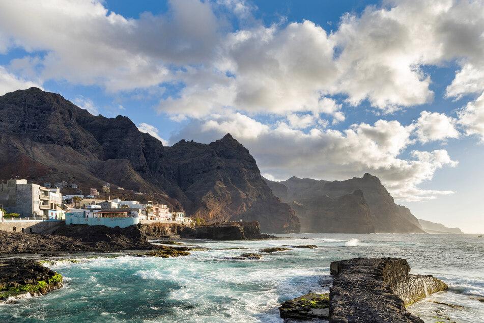 Bizarre Bergketten, an denen kleine Dorfhäuser wie Nester kleben: Ponta do Sol an der nördlichsten Spitze der Insel Santo Antão ist vor allem ein beliebtes Reiseziel bei Wanderfreunden.