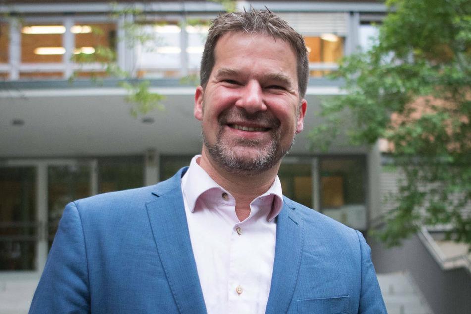 Dirk Stettner (51), bildungspolitischer Sprecher der Berliner CDU-Fraktion, will ungeimpfte Lehrer nach den Ferien nicht zurück in die Klassenzimmer lassen.