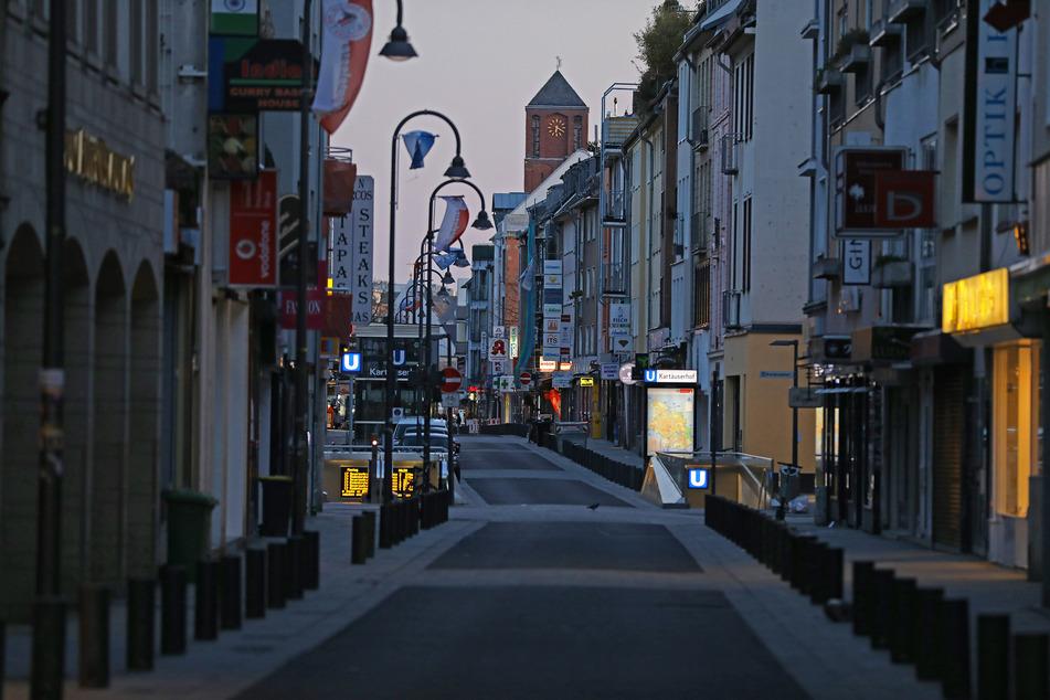Köln: Zur Eindämmung des Coronavirus verbietet NRW nun alle Ansammlungen ab drei Personen in der Öffentlichkeit.