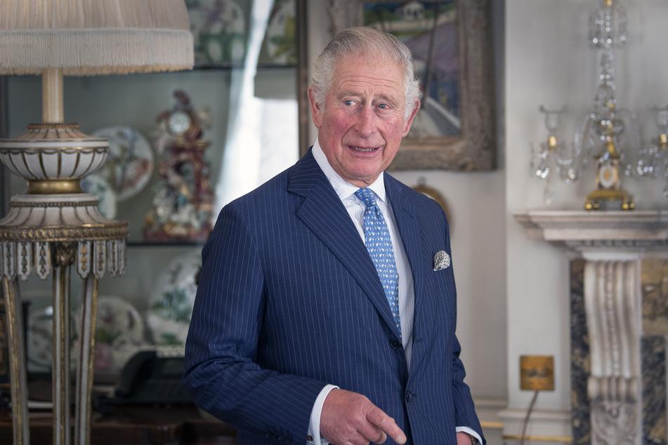 Prinz Charles (72) glaubt, dass er noch eine Weile auf eine Corona-Schutzimpfung warten muss.