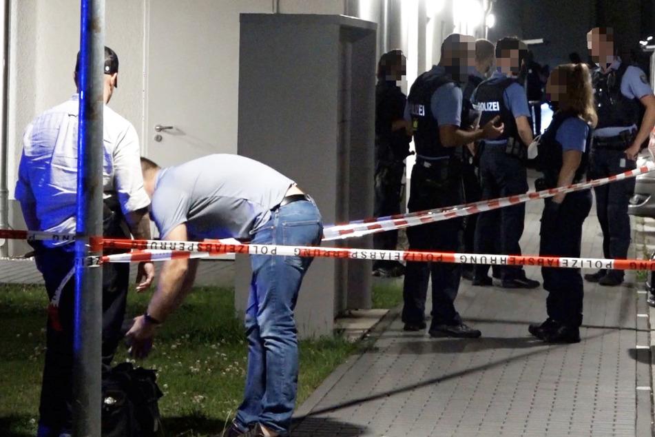 Der Tatort wurde von den Polizisten weiträumig abgesperrt, das Hessische Landeskriminalamt und die Staatsanwaltschaft Darmstadt ermitteln.