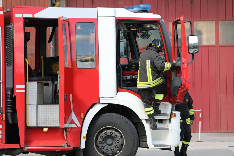 Am Donnerstag warf ein Unbekannter mit einem Stein nach einem Feuerwehrmann im Einsatz. (Symbolbild)