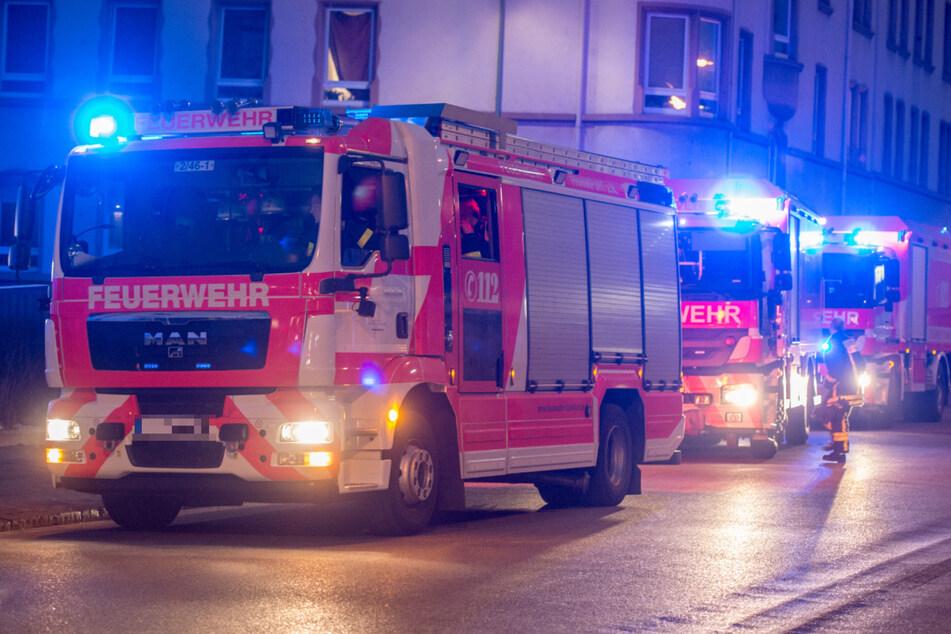 22-Jähriger lässt Essen auf dem Herd: 15 Verletzte bei Brand in Mehrfamilienhaus