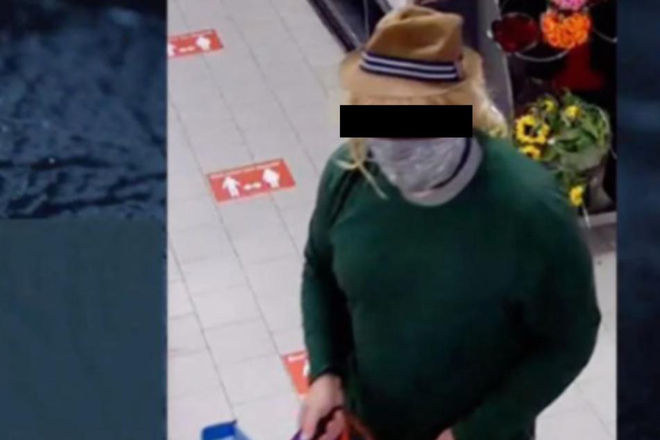 Diese Bilder des Tatverdächtigen entstanden am 10. September in einem Penny-Markt in Merseburg.