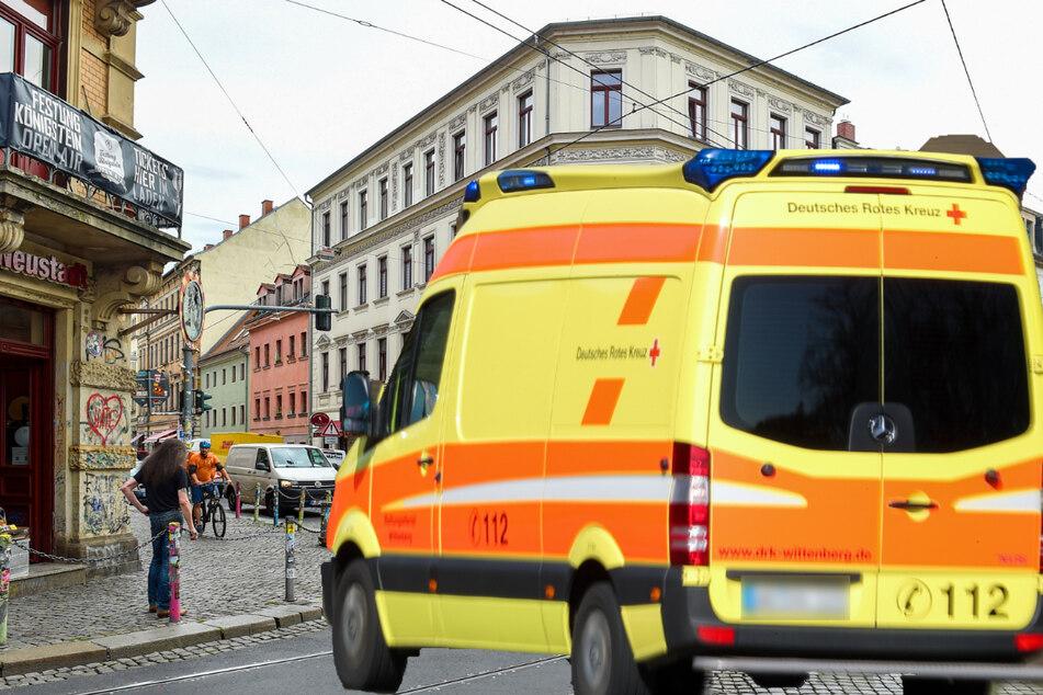 Dresden: Mann schlägt immer wieder gegen Rettungswagen in der Neustadt: Festnahme!