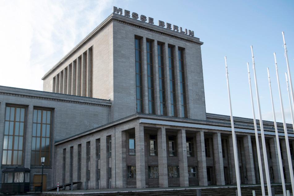 Auf dem Berliner Messegelände eröffnet am Montag das dritte Impfzentrum.