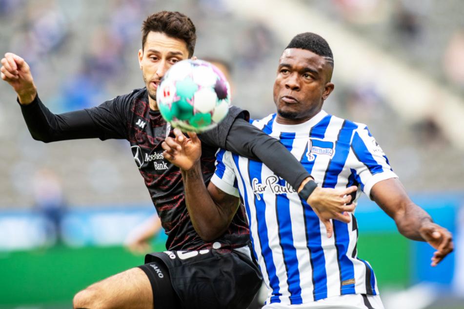 Hertha-Stürmer Jhon Cordoba (27; l.) droht gegen RB Leipzig auszufallen.