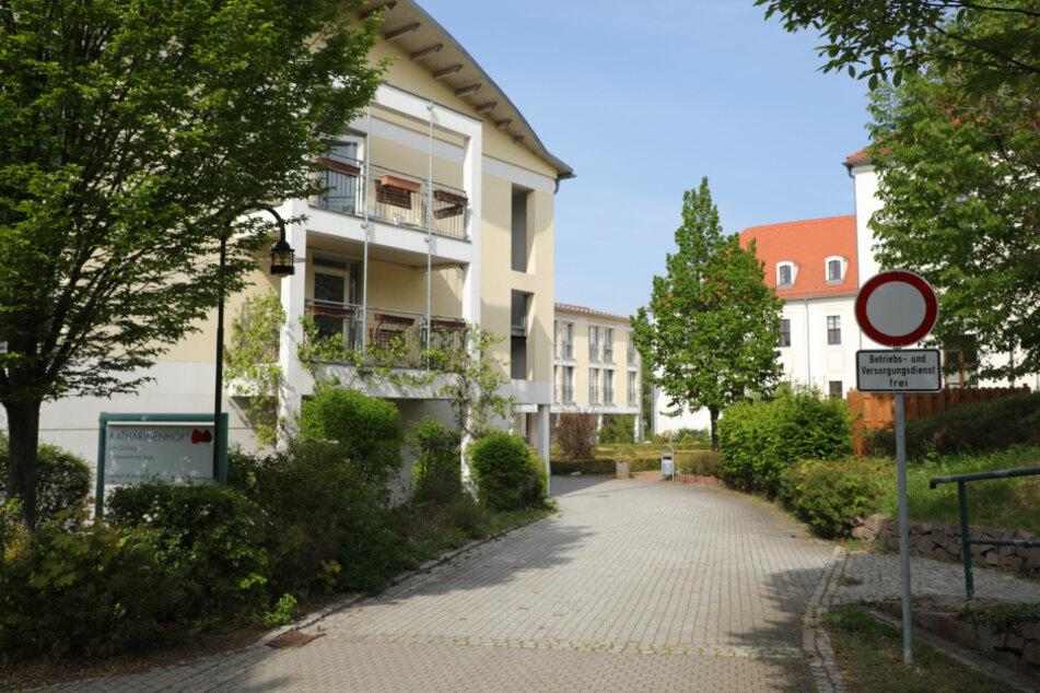 Am Besuchsverbot im Katharinenhof wird festgehalten.