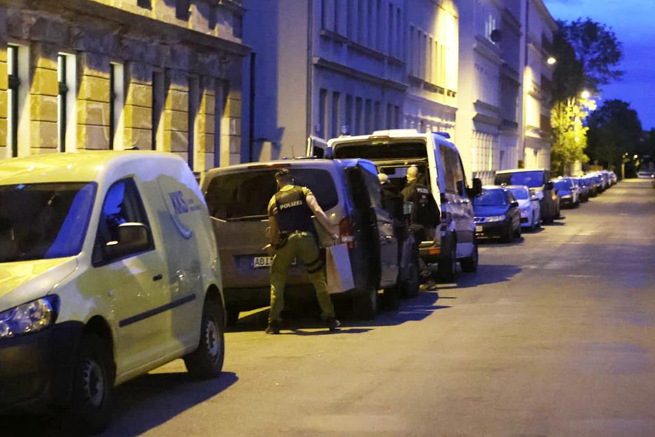 Die Polizei musste am Samstag zuerst in die Eisenbahnstraße, dann in die Riesaer Straße ausrücken.