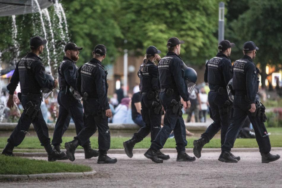 Die Polizei beklagt in Baden-Württemberg mehr als 4000 Verstöße gegen die Corona-Regeln.