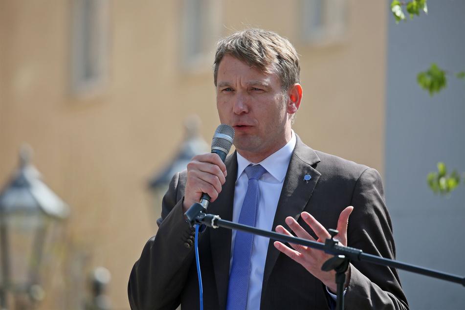 André Poggenburg (46, parteilos), hier bei einer Demonstration in Zwickau, hat für den Montag seinen Besuch in der Messestadt angekündigt.