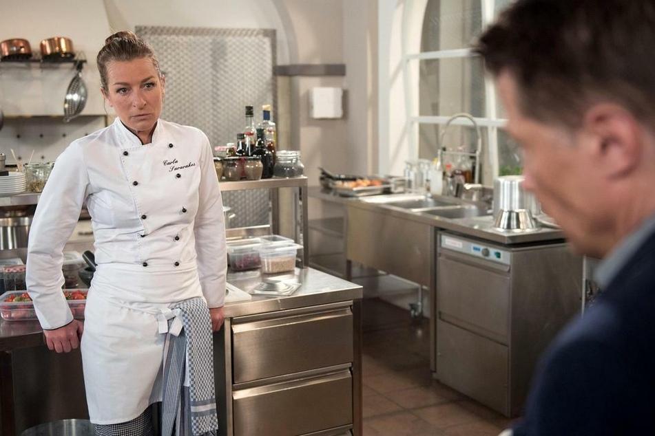 Carla (Maria Fuchs) droht Gregor (Wolfram Grandezka) damit, ihre Ehe als Härtefall scheiden zu lassen.