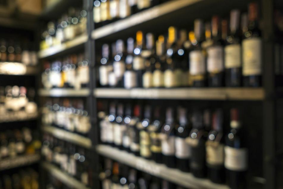 Kunde schlägt Mann im Supermarkt volle Whiskyflasche auf den Kopf