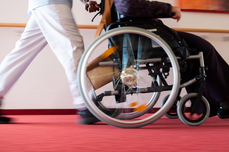 Pflegeheime lockern Besuchsverbot. (Symbolbild)