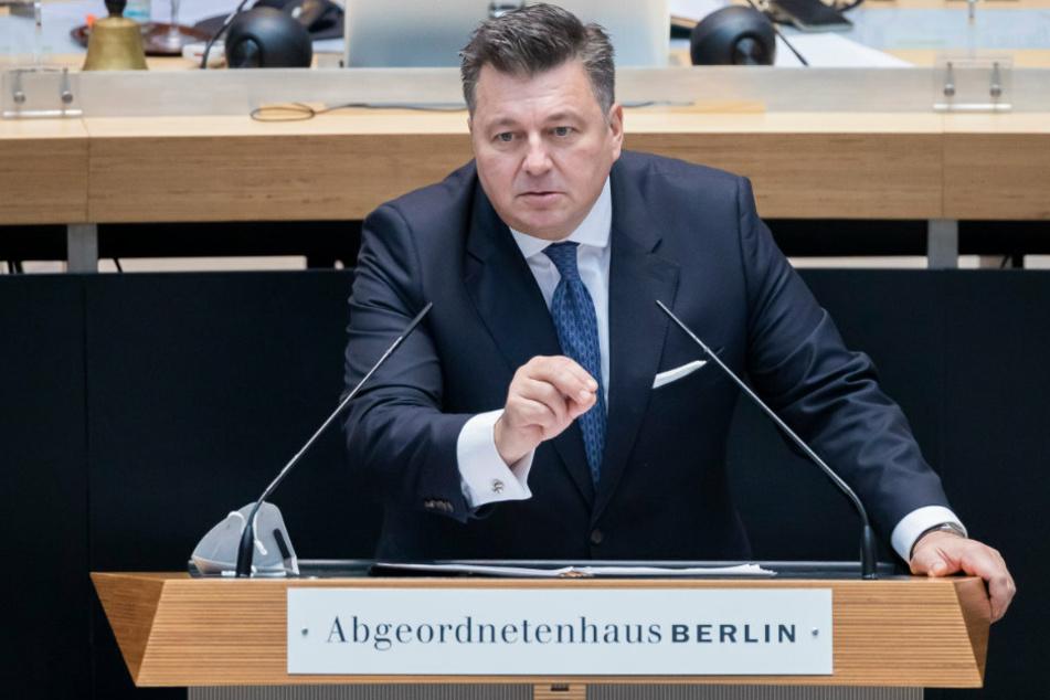 Andreas Geisel (54, SPD), Innensenator von Berlin, spricht bei der 66. Plenarsitzung des Berliner Abgeordnetenhauses.