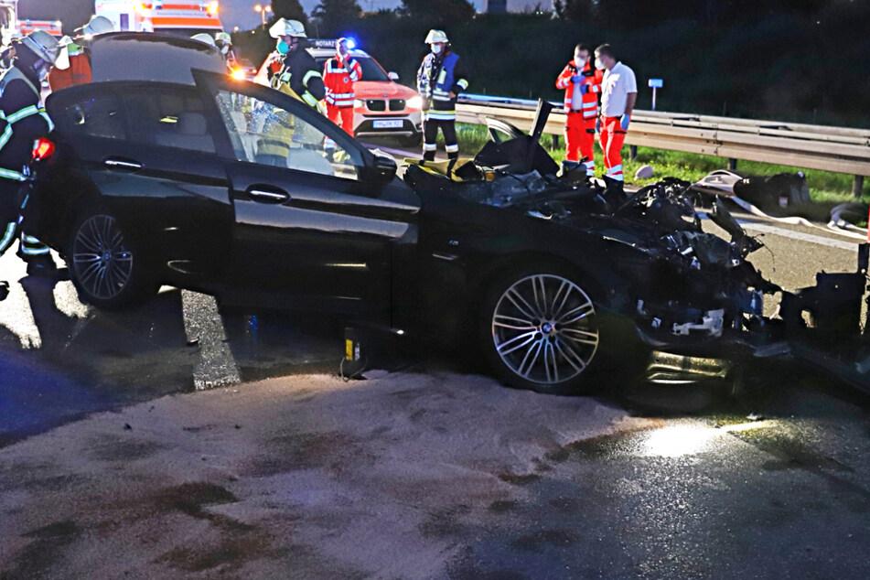Nach der Bergung aus dem BMW wurde der Mann von den Rettungskräften in das Klinikum Memmingen gebracht.