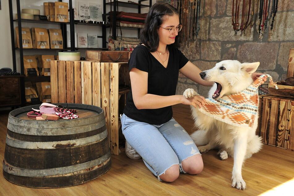 Azubine Mignon Oschatz (20) hat ebenso ihre Leidenschaft für Hunde-Mode entdeckt.