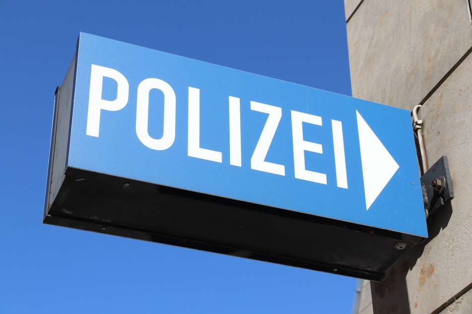Mann spaziert auf Polizeidienststelle: Was er dabei hat, hätte er nicht aufheben dürfen
