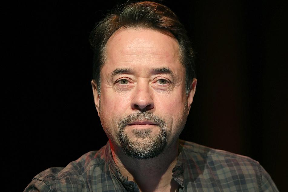 """Der Schauspieler und Musiker Jan Josef Liefers (56) mischt bei """"Alles dicht machen!"""" mit. (Archivbild)"""