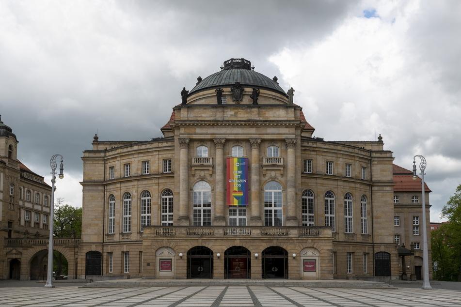 """Der Theaterplatz stand im Zeichen des """"Tages gegen Homo-, Inter- und Transphobie""""."""